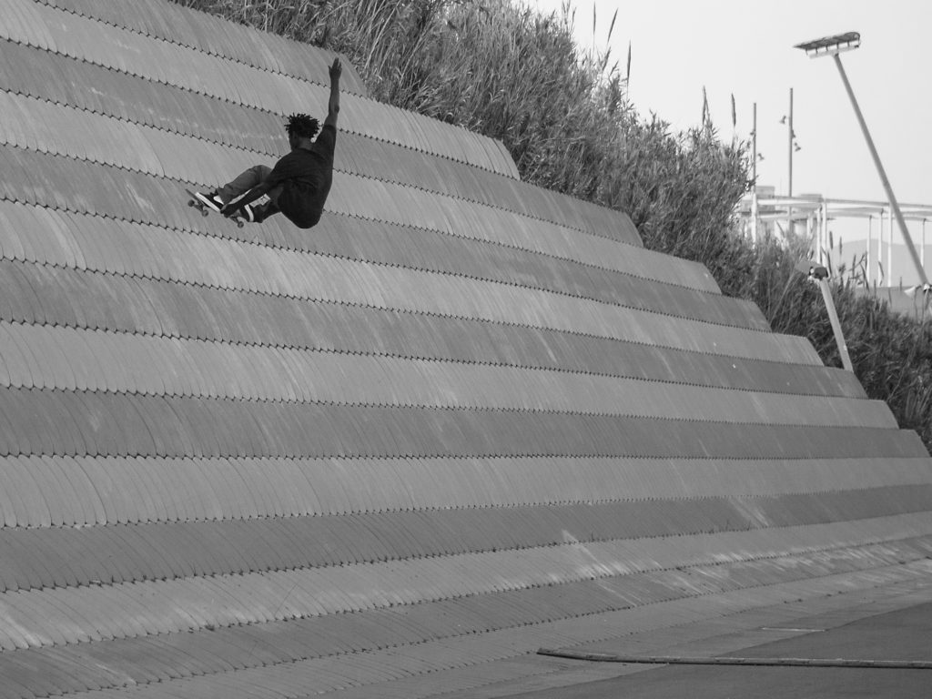 Fernando Bramsmark peaks out with a big stalefish on the sea walls at the Barcelona Forum